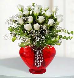 cam kalp içerisinde 12 adet beyaz gül  Ankara Eryaman çiçek mağazası , çiçekçi adresleri