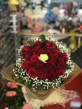 21 adet gül söz nişan çiçeği  Ankara Eryaman yurtiçi ve yurtdışı çiçek siparişi
