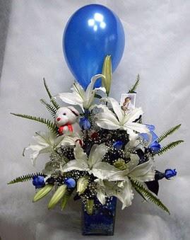 Ankara Eryaman çiçek satışı çiçek siparişi  Mavi güller cam vazo oyuncak