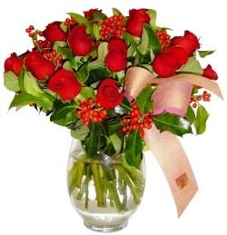 Ankara Eryaman çiçek satışı çiçek siparişi  11 adet kirmizi gül  cam aranjman halinde