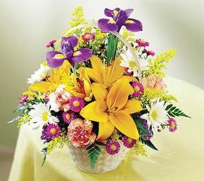 Eryaman çiçek satışı anneler günü çiçek yolla  Karisik mevsim çiçeklerinden sepet tanzimi