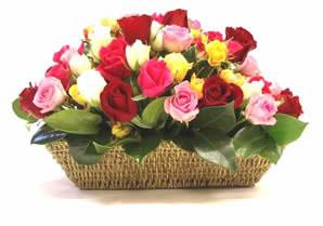 Ankara Eryaman çiçek satışı çiçek siparişi  karisik 15 adet gül sepet modeli