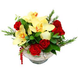 Eryamandaki çiçekçiler kaliteli taze ve ucuz çiçekler  1 adet orkide 5 adet gül cam yada mikada