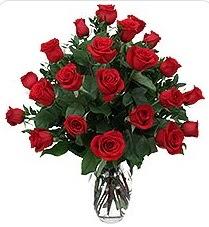 Eryaman çiçekçi telefonları eryaman çiçek  24 adet kırmızı gülden vazo tanzimi