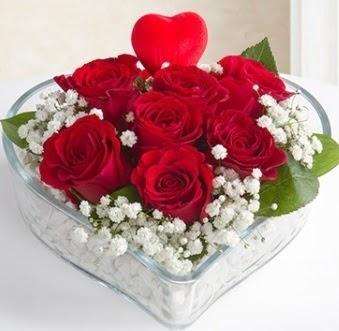Kalp içerisinde 7 kırmızı gül kalp çubuk  Ankara Eryaman yurtiçi ve yurtdışı çiçek siparişi