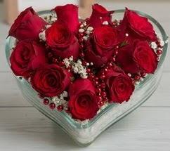 Kalp içerisinde 7 adet kırmızı gül  Eryaman çiçek güvenli kaliteli hızlı çiçek