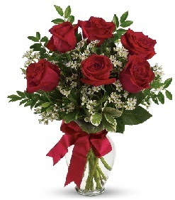 Cam vazo içerisinde 6 adet kırmızı gül  Eryamandaki çiçekçiler kaliteli taze ve ucuz çiçekler