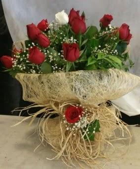 Kız isteme çiçeği 20 kırmızı 1 beyaz  Eryaman çiçekçi telefonları eryaman çiçek