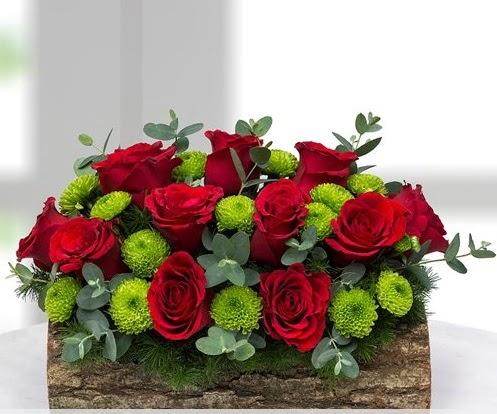 Silindir kütükte 11 kırmızı gül ve krizantem  Eryaman çiçekçi  çiçek , çiçekçi , çiçekçilik