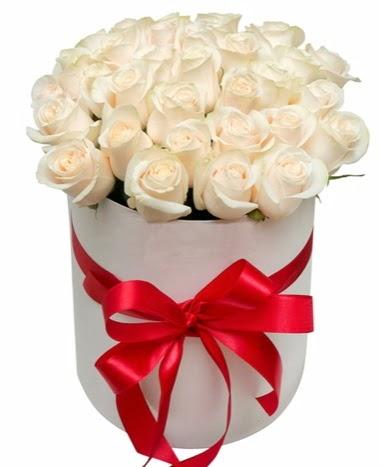Kutuda özel 27 beyaz gül aranjmanı  Eryaman çiçek satışı anneler günü çiçek yolla