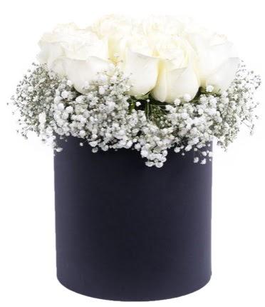 Özel kutuda özel 15 beyaz gül aranjmanı  Eryaman çiçek güvenli kaliteli hızlı çiçek